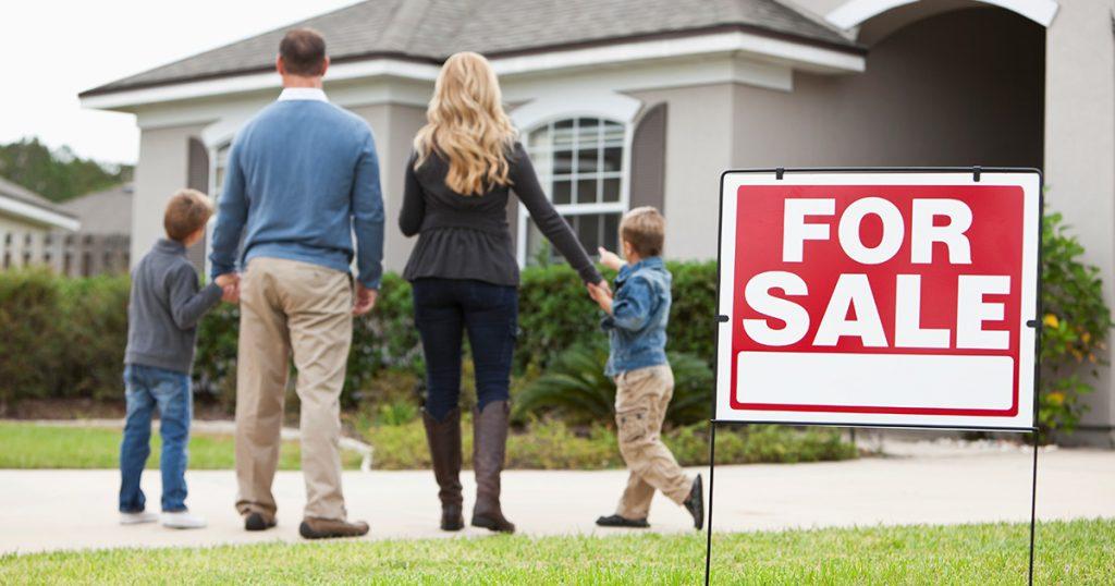 Bør jeg selge hjemmet mitt under en pandemi?